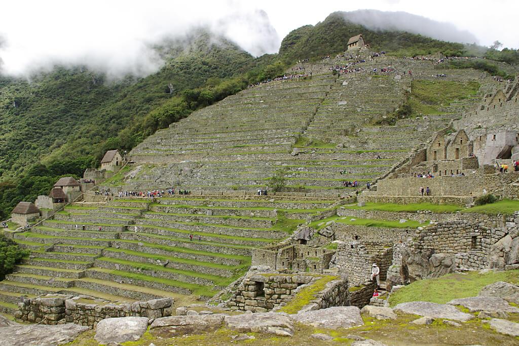 Touristen auf Macchu Picchu