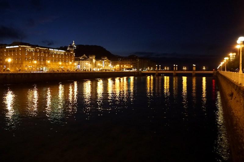 San Sebastian bei Nacht