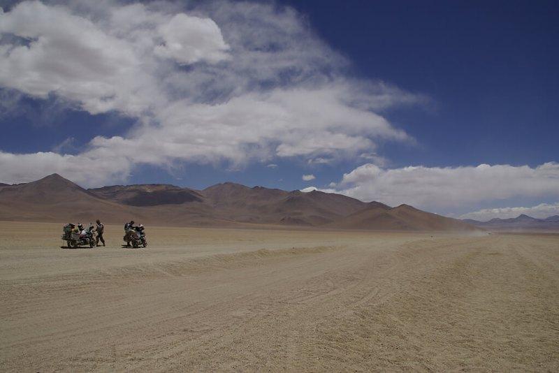 Endlose Weite im Altiplano von Bolivien