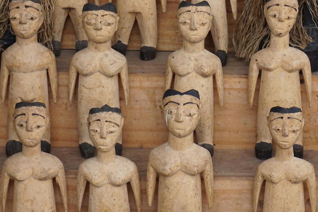 Voodoopuppen auf dem marché aux fétiches Lomé