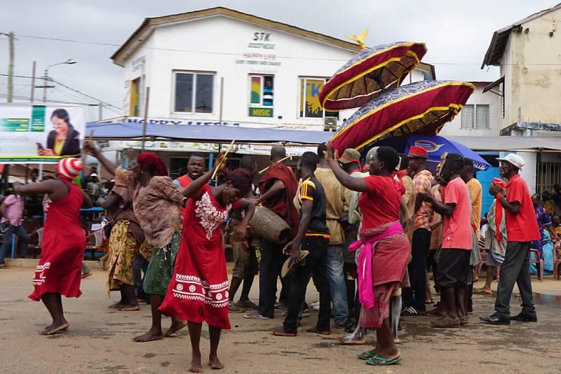 Einmatsch der Dorfältesten beim Dzawuza Fest