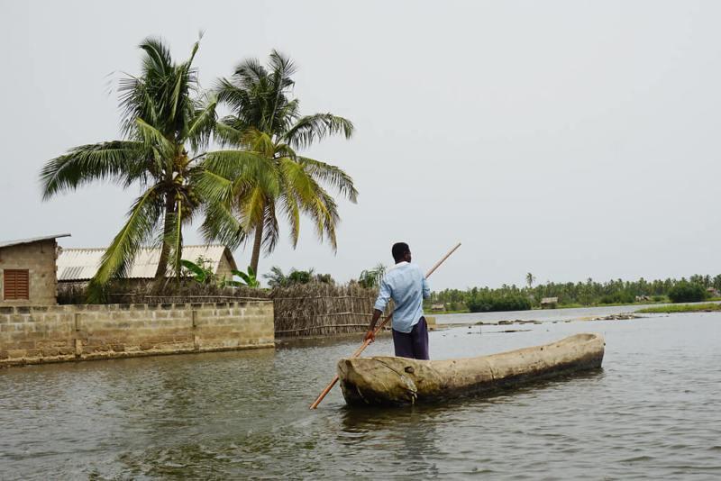 Leben am Wasser auf den Inseln der Lagune Ouidah in Benin