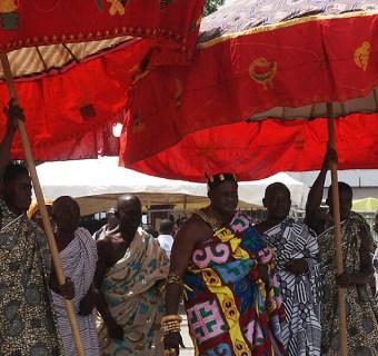 Kumasi – Aufmarsch zu Ehren des Aschanti-Königs