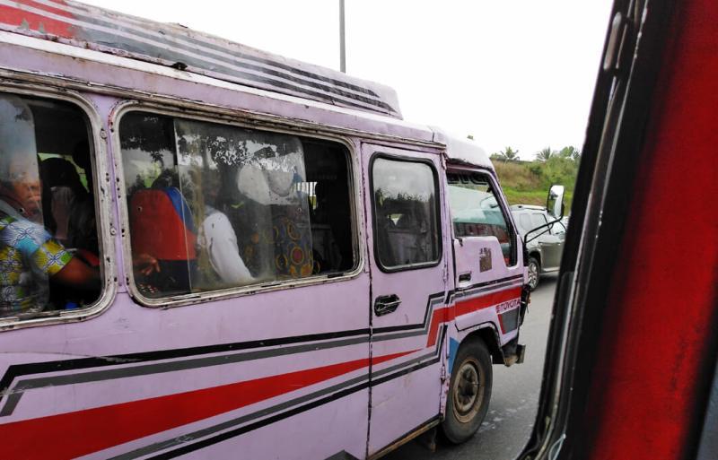 Minibus, Gbakba, in Abidjan in der Elfenbeinküste