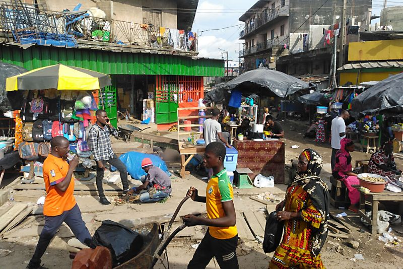 Chaotischer Stadtteil Adjame von Abidjan