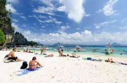 Sunbathers at Simizu Island, El Nido