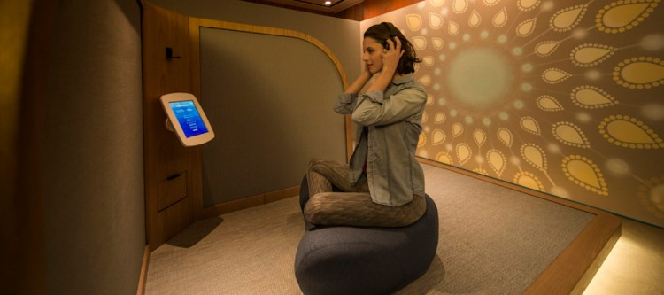 Cathay Pacific opent The Sanctuary by Pure Yoga