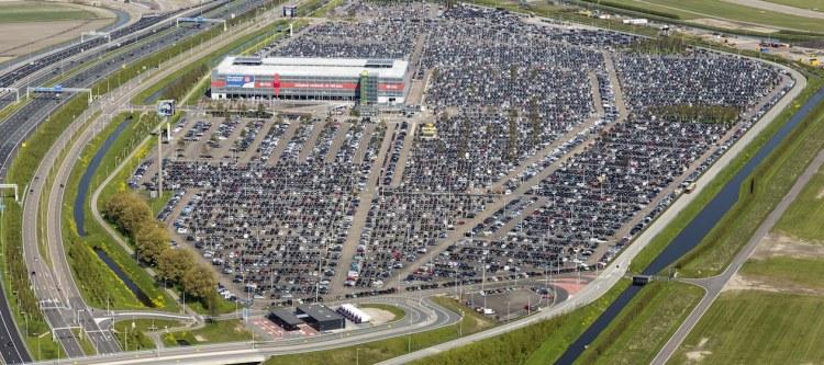 Parkeren Nederlandse luchthavens soms duurder dan vliegticket