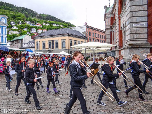 A Melodious Morning in Bergen, Norway, Travel Realizations, Torgdagene in Bergen