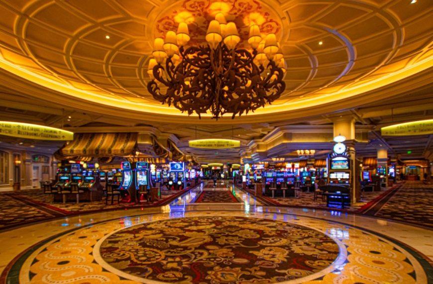 A night in glittering Las Vegas, USA – The Casino capital!