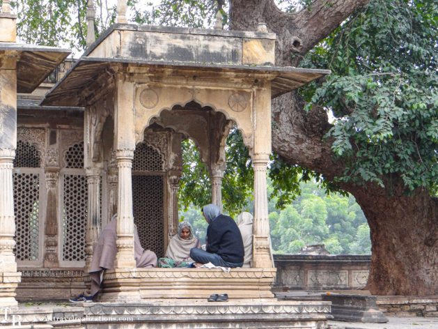 The charm of Gwalior, India - the Home to world's second oldest zero, Travel Realizations, Tomb Of Mohammad Ghaus, Tomb of Tansen, Tansen Tomb, Gwalior tourist spots, Gwalior itinerary