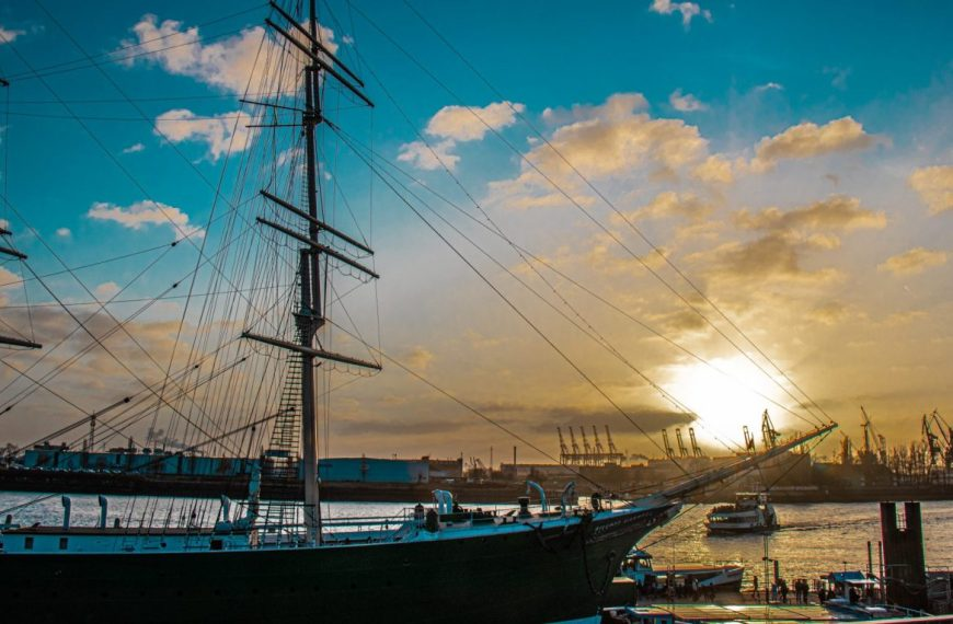Hamburg – The Hanseatic harbor city!