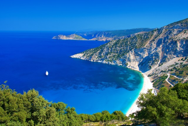 This image has an empty alt attribute; its file name is kefalonia1.jpg