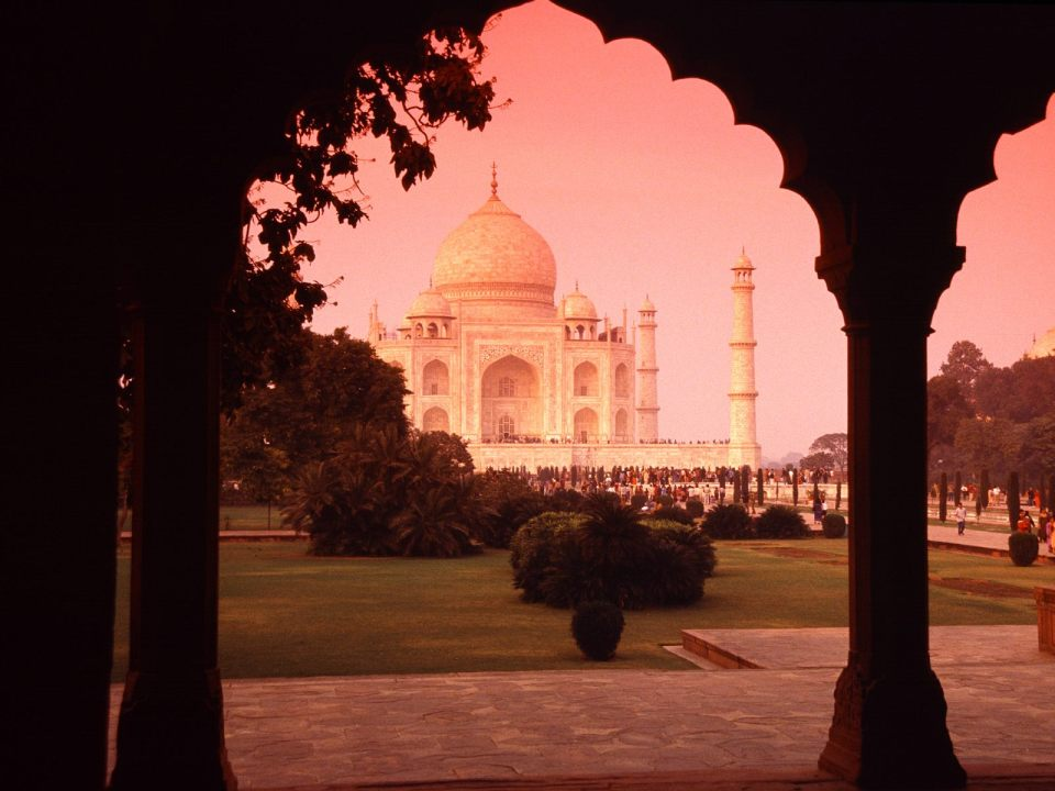 sunrise view of the taj mahal