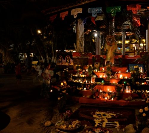 A beautiful altar placed in the center of the plaza