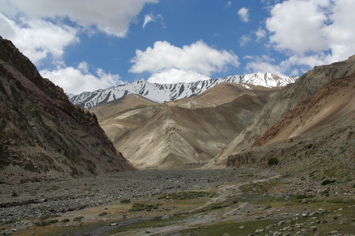 markha valley trek on a budget