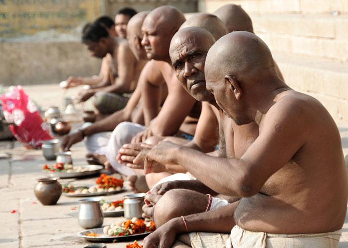 hindus india ghats amazing things to do in varanasi