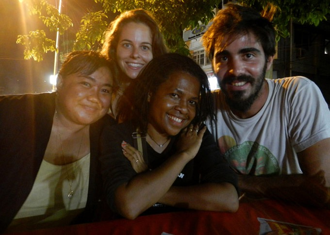 couchsurfing papua