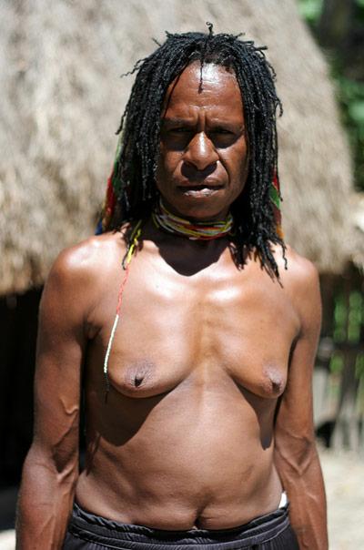 woman wamena papua hiking the baliem valley on a budget