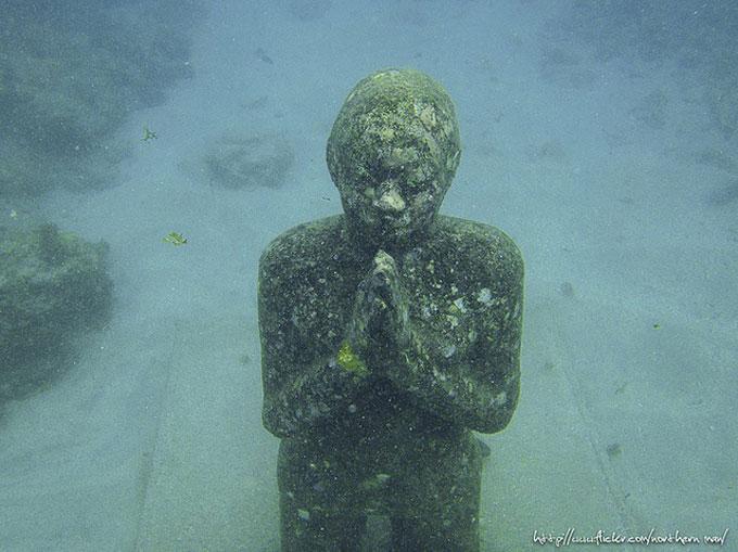 Underwater sculpture park. photo by northern man. flickr