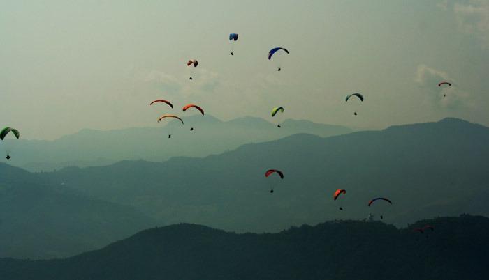 mejores cosas que hacer en pokhara parapente