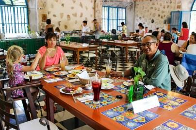 Leckeres Buffet Essen im Restaurant Cenote Selva Maya