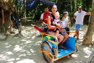 Mit Fahrrad-Rikscha in Cobá