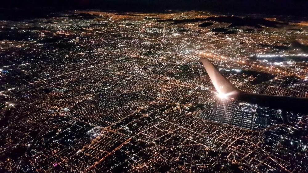 Mexico-Stadt in der Nacht aus der Luft