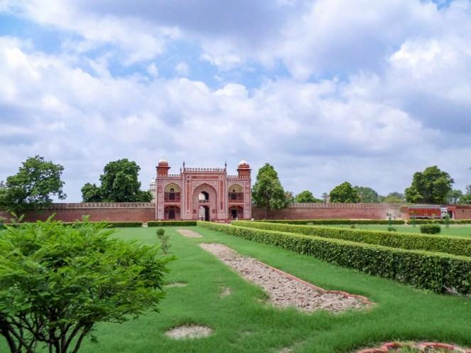 Eingang Itimad-ud-Daula-Mausoleum Agra