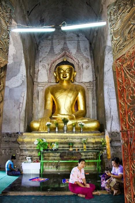 Sitzender Buddha Shwegugyi Tempel