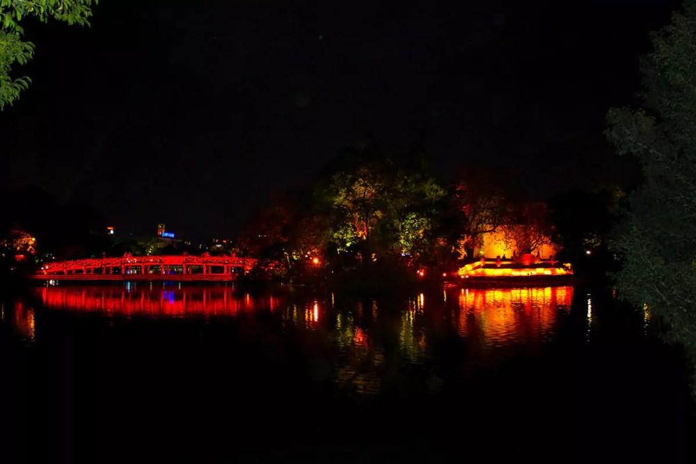 Hoan Kiem See in der Nacht