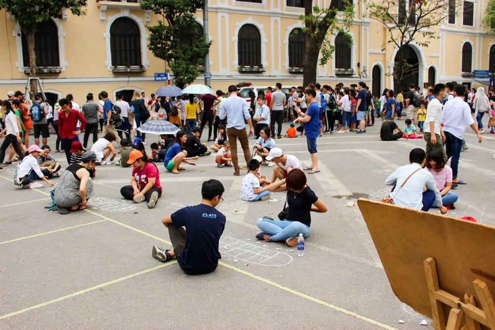 Spiele auf dem Dong Kinh Nghia Thuc Platz