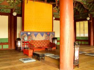Seonjeongjeon Hall von innen