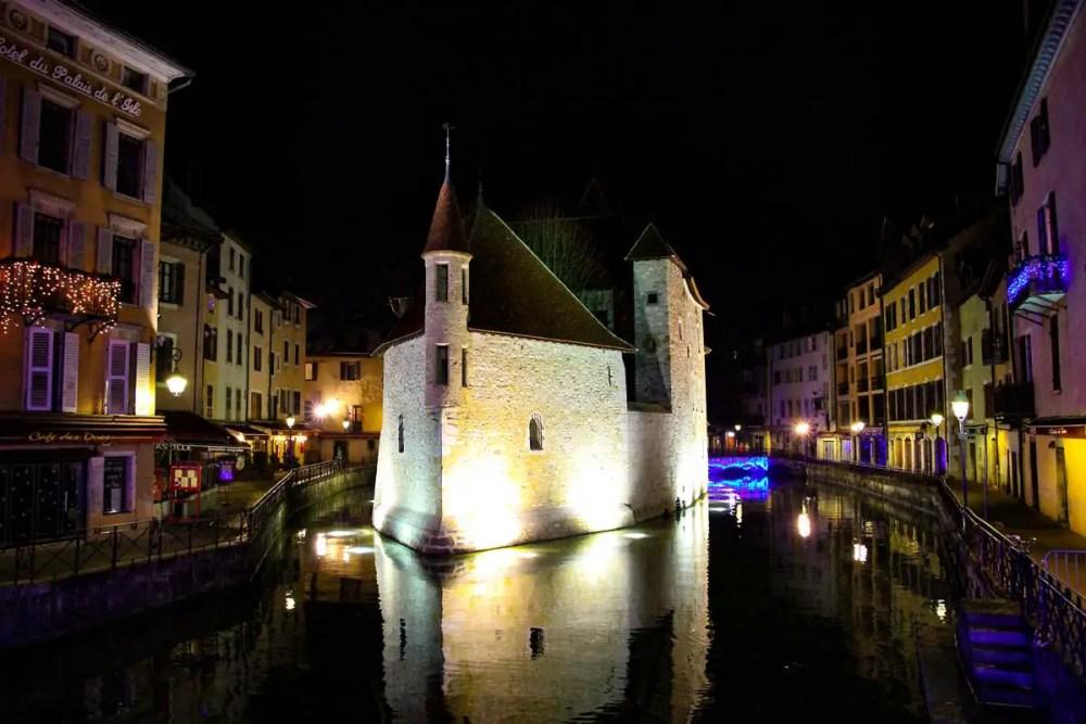 Palais de L´Isle in der Nacht