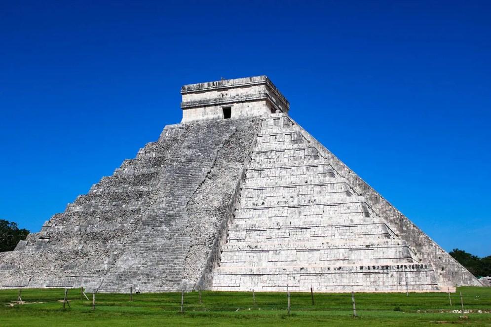 Ostseite der Kukulkán Pyramide