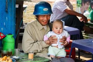 Burmeser Opa mit Enkelkind