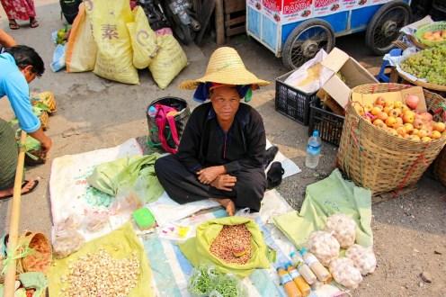 Pa O Frau auf dem Fünf-Tage Markt