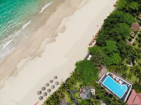 Strand und Pool beim Thande Beach Hotel Ngapali