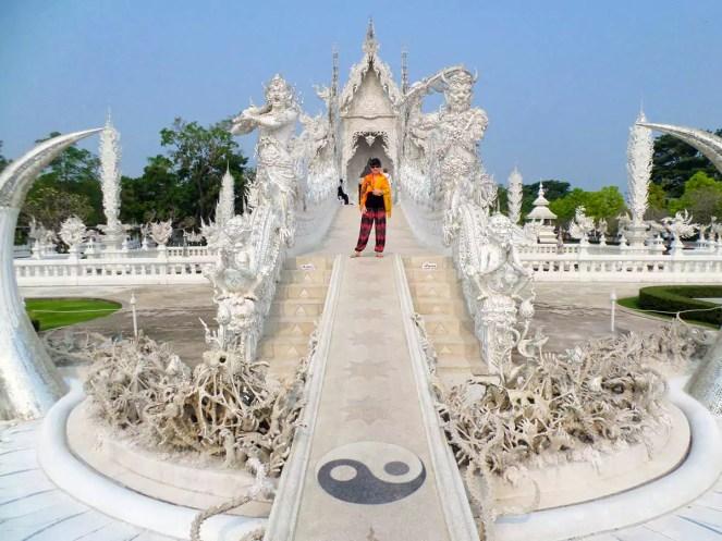 Brücke der Wiedergeburt am Weissen Tempel in Chiang Rai