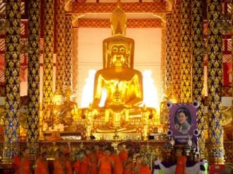 Goldener Buddha im Wat Suan Dok