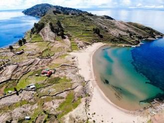Strand auf der Insel Taquile - Drohnenaufnahme