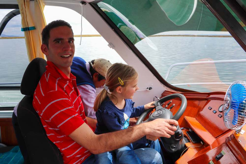 Mit dem Boot Richtung Amantani