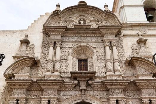 Fassade der Iglesia de la Compania in Arequipa