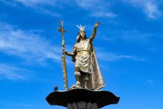 Pachacutec Denkmal auf dem Plaza de Armas in Cusco