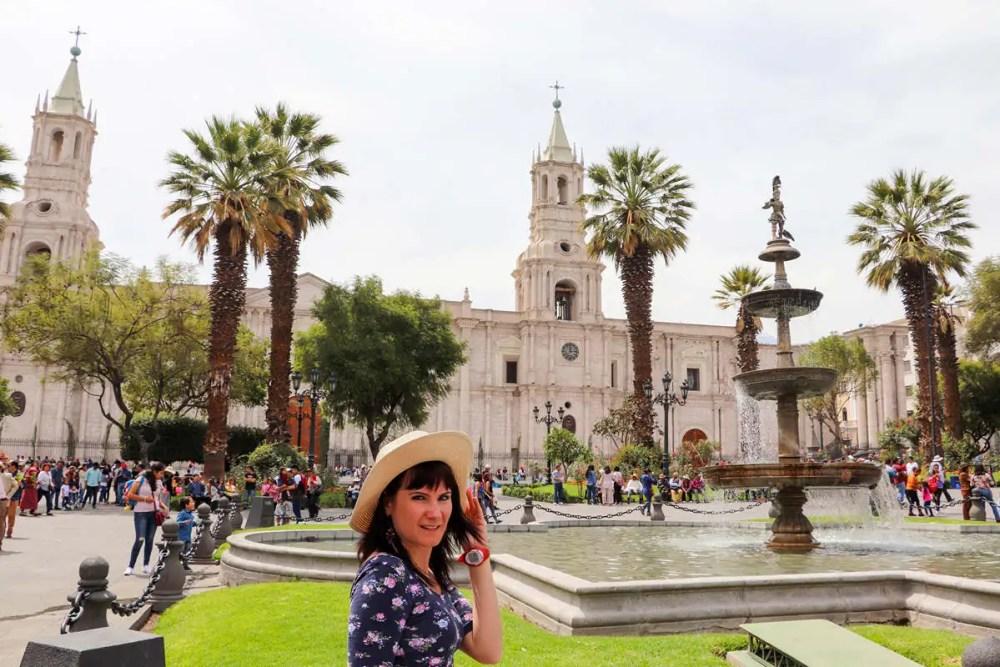 Plaza de Armas mit der Kathedrale von Arequipa im Hintergrund