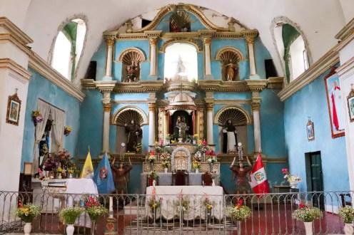 Altar in der Yanque Kirche