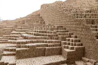 Mit Lehmziegel gebaute Huaca Pucllana