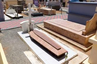 Ungewöhnliche Ruhestätte im Friedhof von Saint Ann Church Aruba