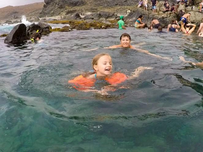 Schwimmen im Natural Pool Aruba