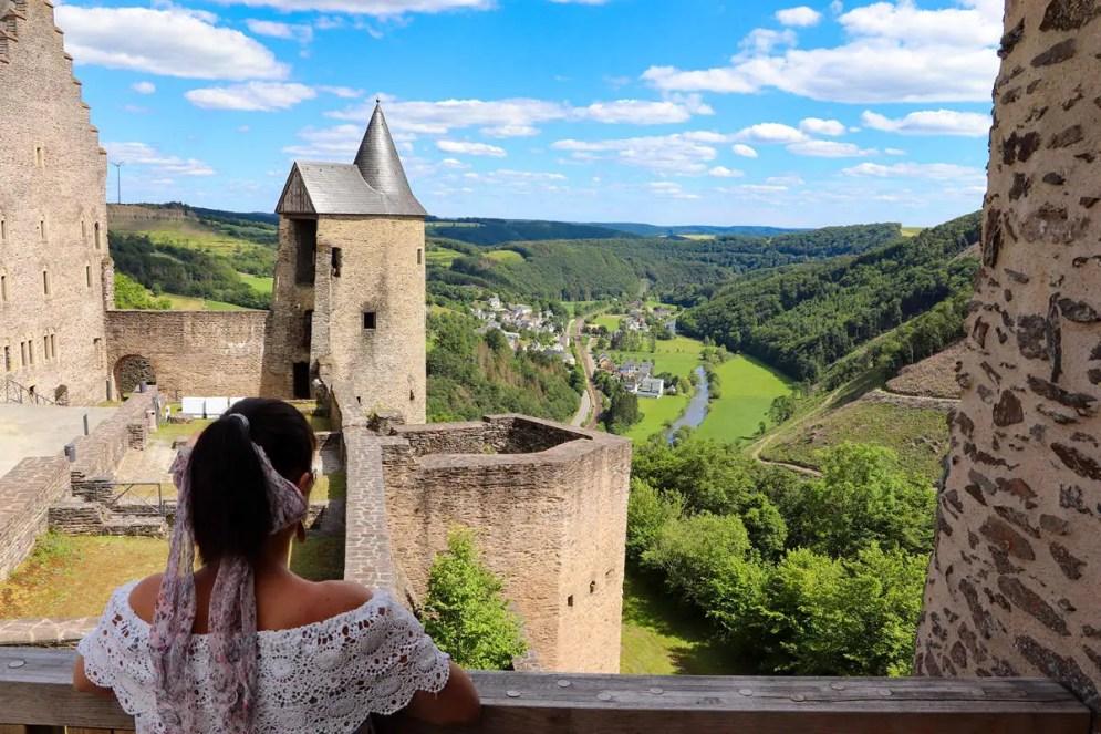 Blick auf das Sûre-Tal von Burg Bourscheid